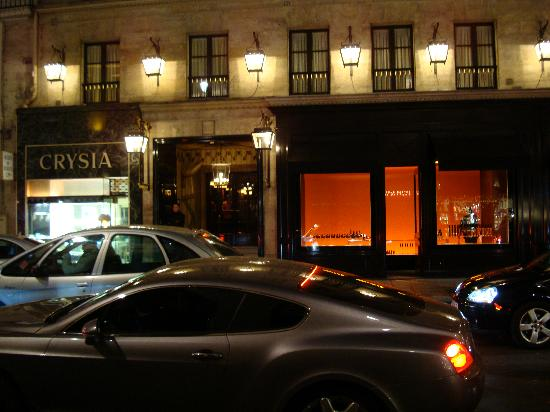Hôtel Costes : View of the hotel entry from outside