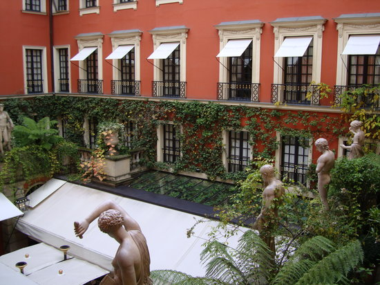 Hotel Costes: Interior courtyard