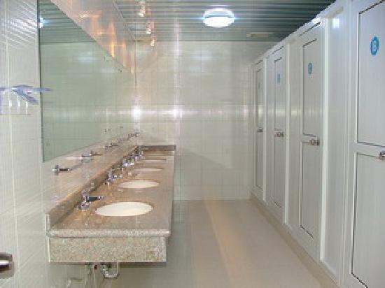 Far East International Hotel Beijing : shared bathroom