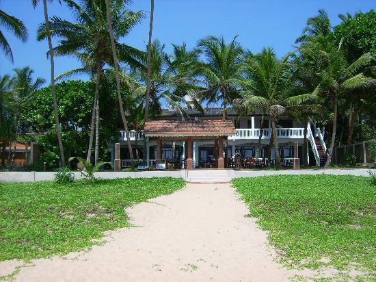 Suite Lanka : Blick vom Strand zum Hotel