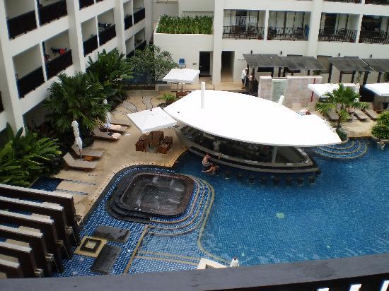 Deevana Plaza Phuket Patong: Pool- mecure patong