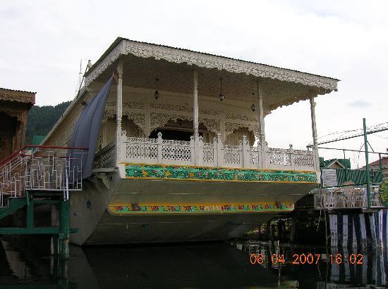Swan Group of Houseboats: Swan Houseboat