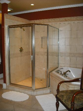 Ashton's Bed and Breakfast : Creole Queen - Bathroom