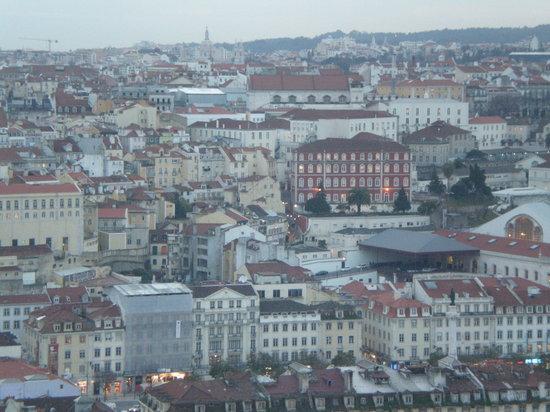 B&B ZUZABED: in questo panorama si vede ZUZABED accanto al palazzo rosso