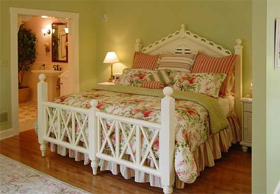 Rocky Springs Bed & Breakfast: Very comfortable king sized bed with luxury linens