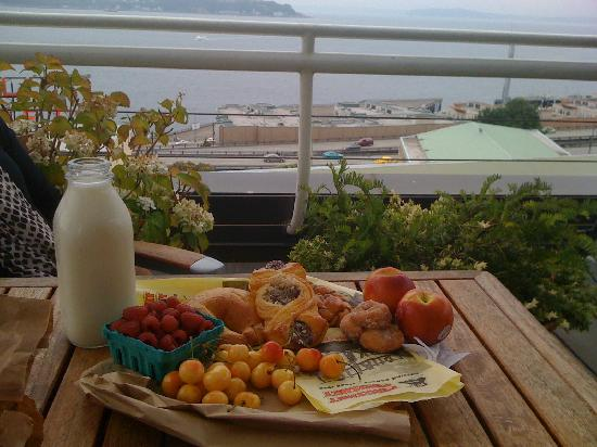 Inn at the Market: breakfast on the rooftop deck, purchased at the market.