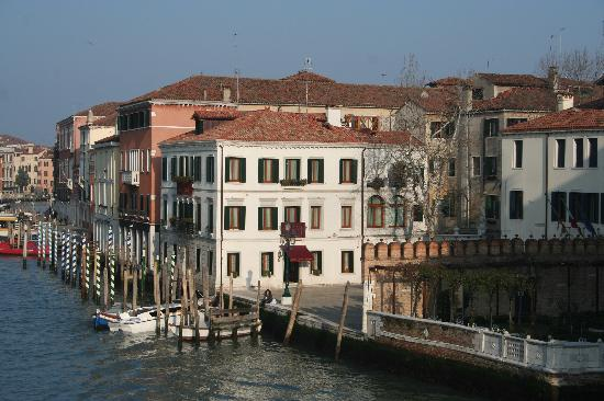 Hotel Canal Grande: The hotel situated next to Campo San Simeon