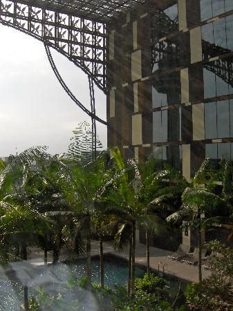 Crowne Plaza Changi Airport: Outdoor pool