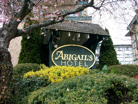 Abigail's Hotel : photo taken from Quadra St.