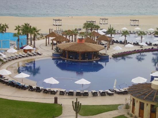 Pueblo Bonito Pacifica Golf & Spa Resort: Beautiful pool next to the hot tub duck tape and tarps