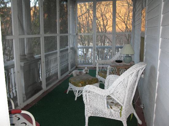 Victorian Charm Inn: balcony off our bedroom