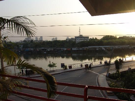 Golden Deer Hotel: View of Banani Lake from balcony