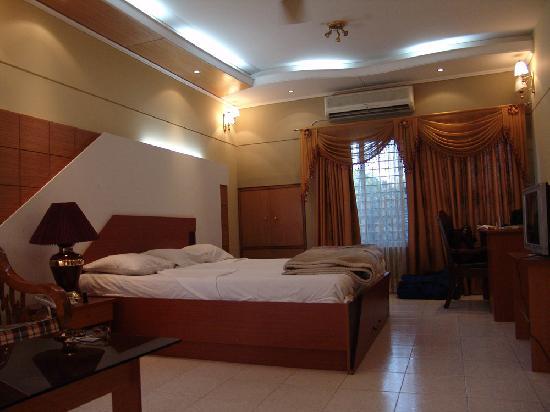 Golden Deer Hotel: Bedroom