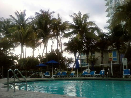 Courtyard Cadillac Miami Beach/Oceanfront: Pool