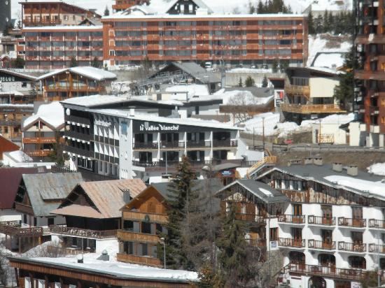 La Vallee Blanche : The hotel from the slopes