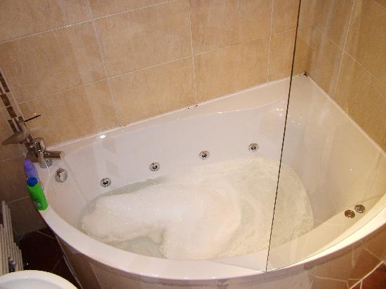 The Howbeck: The bath