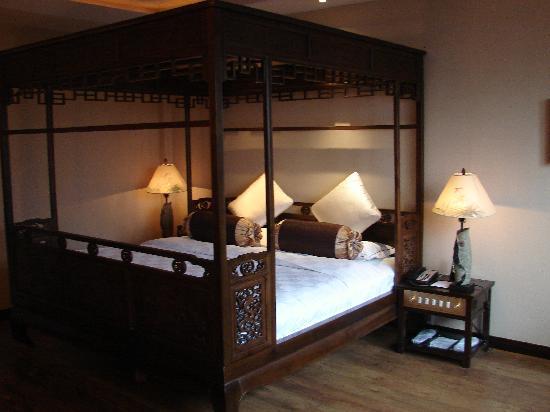 BuddhaZen Hotel : quel beau lit ..
