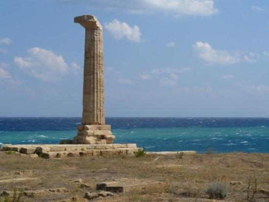 Da Capo Colonna a Le Castella: Capo Colonna, Calabria - jediný stojaci antický stĺp na území Kalábrie (vojny, drancovania, zeme