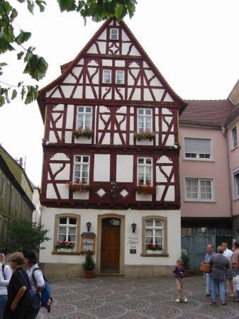 """Alzey, Rheinland-Pfalz, Deutschland  Weinstube """"Römer"""""""