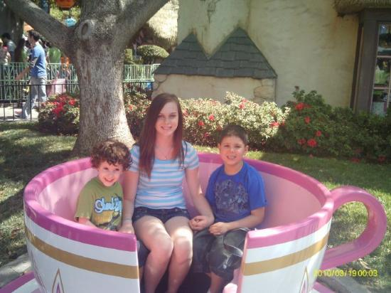Disneyland Park: TEACUP KIDS