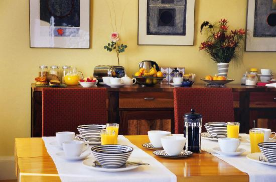 Hapuku Lodge: Breakfast setting in the Lodge
