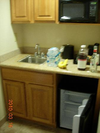 Holiday Inn Orlando SW - Celebration Area: Mini-kitchen