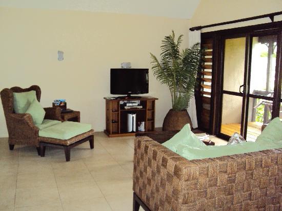 Sea Change Villas: Lagoonview Villa lounge