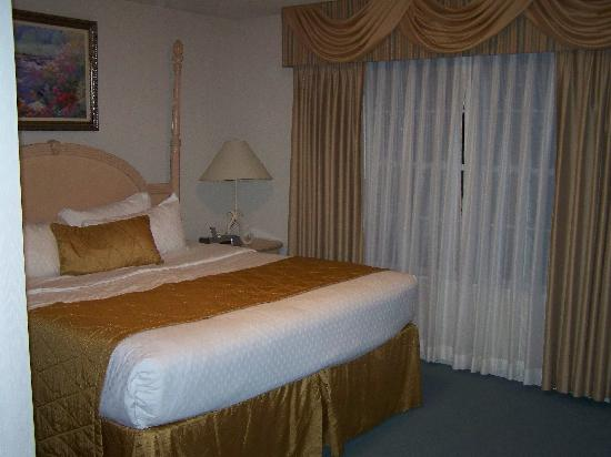Greensprings Vacation Resort: The most comfy bed we have found at any resort!  Ahhh!!