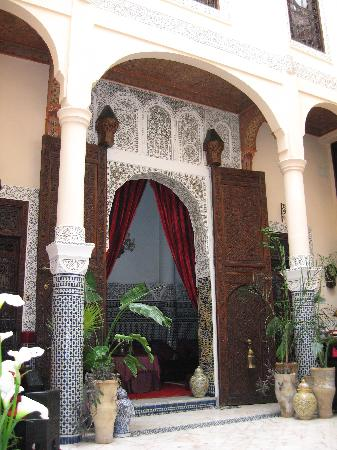 Riad Ibn Battouta: Door to Dining Room