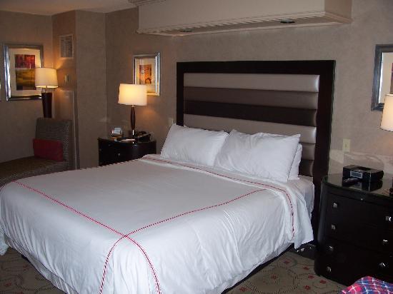 Treasure Island - TI Hotel & Casino: Bedroom