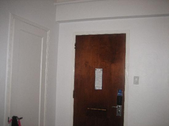 South Seas Hotel: door