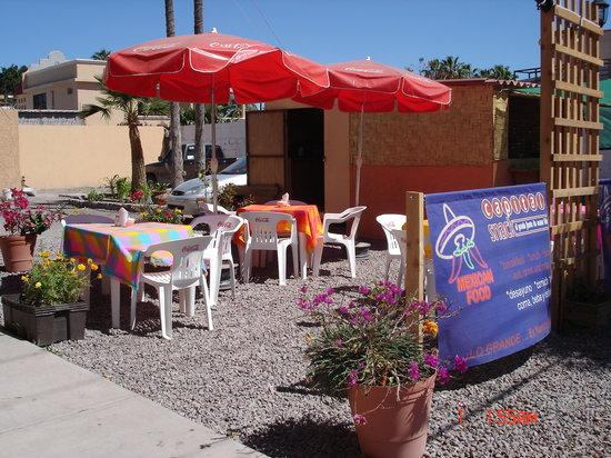 Orlando's Restaurante: Jardín