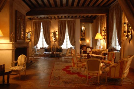 Hotel d'Aubusson: Sitting area with fireplace