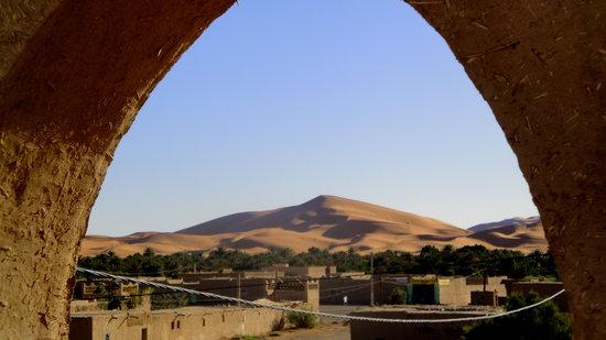 Merzouga, Morocco: le dune e l'oasi dalla terrazza dell'hotel