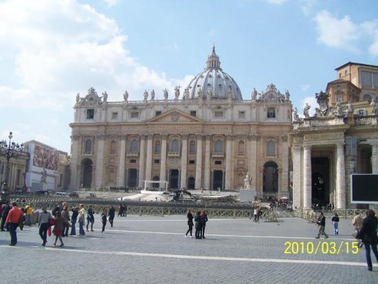 Peterskirken: Praça de S.Pedro e Basílica