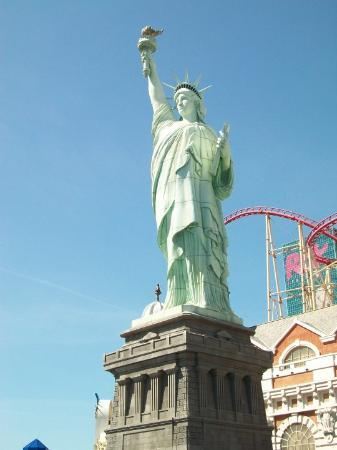The Big Apple Coaster & Arcade: Statue of Liberty and roller coaster at New York New York
