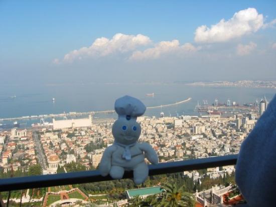 Hajfa, Izrael: PDB at Haifa, with the port and the Bah'ai temple down below.