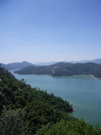 Lake Shasta: pretty.... if it wasn't for the scary bus ride up there!