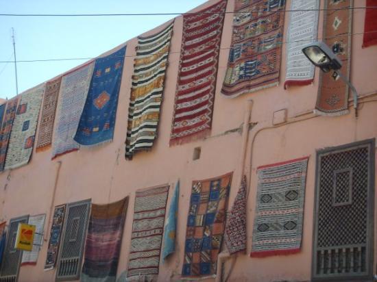 Marrakech Souk: I Marrakesh på sagoberättarnas torg.