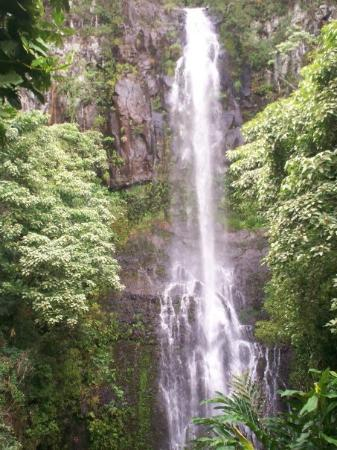 Wailuku, Hawái: The water falls in Hana...