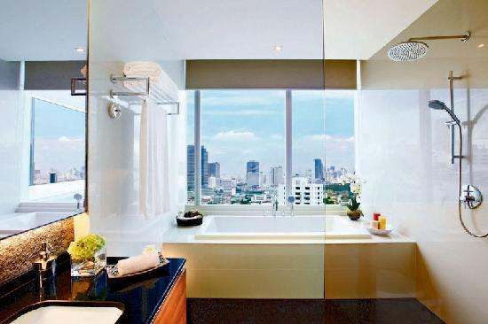 Pan Pacific Serviced Suites Bangkok: Bath Room