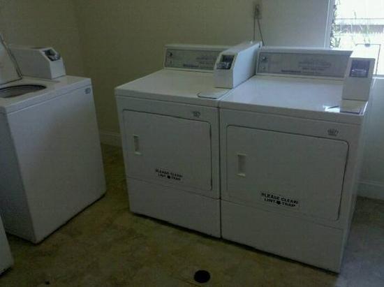 هوارد جونسون بوينا بارك: laundry room