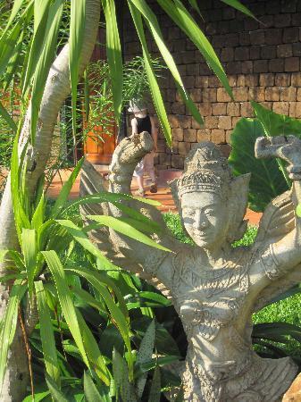 Angkor Spirit Palace: The grounds