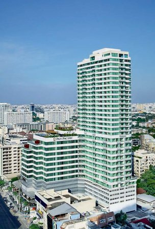 Pan Pacific Serviced Suites Bangkok: Hotel's Building