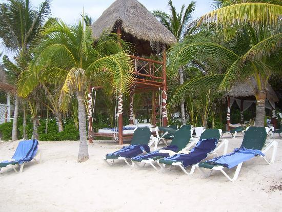 El Dorado Sensimar Riviera Maya: Sorry, this one shows the plastic beach chairs