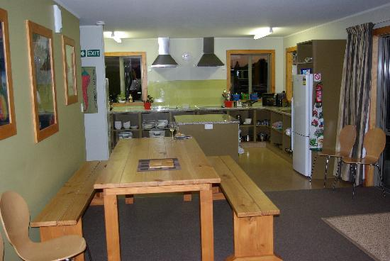 Eden's Edge Lodge: dining and kitchen