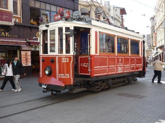 Nena Hotel: Istiklal Caddesi tram