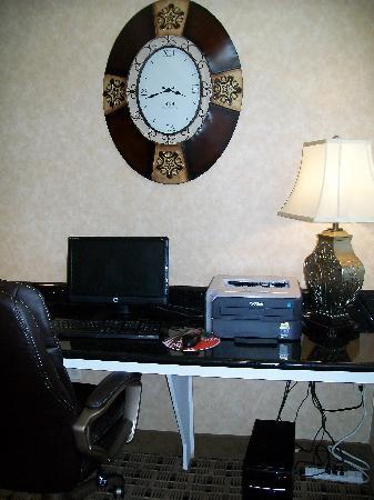 Microtel Inn & Suites by Wyndham Scott Lafayette: Business Center
