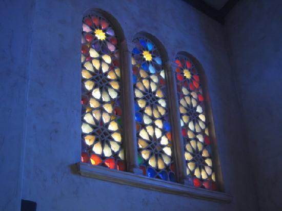 Santa Barbara Walking Tours: Stained glass windows at the Unitarian Society