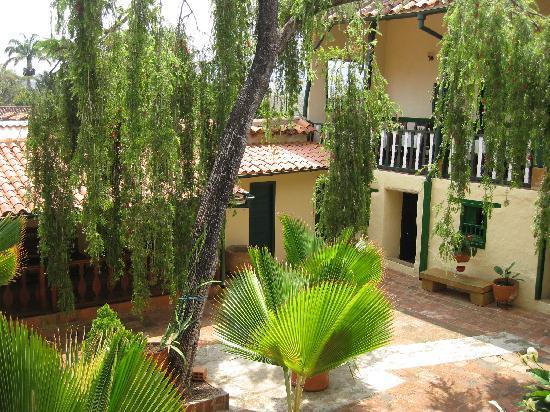 Hotel Corata : Hotel Courtyard